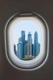 Finestra dell'aeroplano dall'interno degli aerei immagine stock libera da diritti