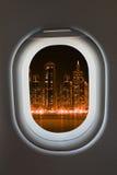 Finestra dell'aeroplano dall'interno degli aerei fotografia stock