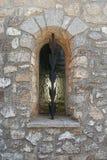 Finestra della cappella medievale Fotografia Stock Libera da Diritti