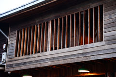 Finestra della casa tailandese usata da legno Fotografie Stock