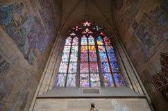 Finestra della chiesa, cattedrale della st Vitus, Praga Fotografia Stock