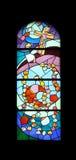 Finestra della chiesa del vetro macchiato nella chiesa di parrocchia di St James in Medugorje Immagini Stock