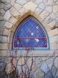 Finestra della chiesa di stile del triangolo di Reuleaux Fotografie Stock Libere da Diritti