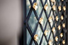 Finestra della grata del metallo nella parete Fotografia Stock Libera da Diritti