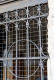 Finestra della grata del metallo nella parete Fotografie Stock Libere da Diritti