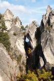 Finestra della montagna in montagne rocciose di Sulovske Skaly in Slovacchia Immagine Stock