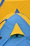 Finestra della tenda blu e gialla Fotografia Stock