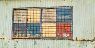 Finestra della tettoia del ferro ondulato Immagini Stock