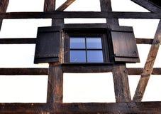 Finestra di legno nella prospettiva Fotografia Stock Libera da Diritti