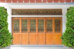 Finestra di legno, porta e parete di stile cinese Immagini Stock Libere da Diritti