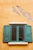 Finestra di legno verde dell'annata Immagini Stock