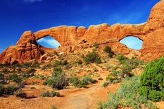 Finestra di nord e sud dall'est, arché parco nazionale, Utah fotografia stock libera da diritti