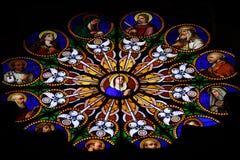 Finestra di Stained-glass in cattedrale cattolica Fotografia Stock Libera da Diritti