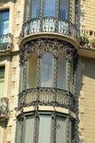 Finestra di stile Liberty del ferro battuto su costruzione a Barcellona Immagine Stock Libera da Diritti