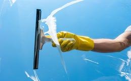 finestra di superficie di vetro del fuoco di pulizia fotografia stock libera da diritti