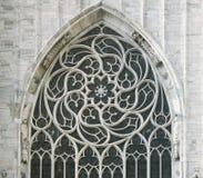 Finestra di una cattedrale gotica fotografie stock
