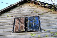 Finestra di vecchia casa immagini stock