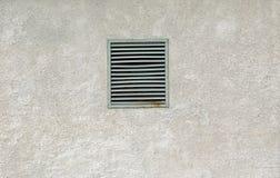 Finestra di ventilazione arrugginita del vecchio metallo Fotografie Stock