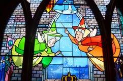 Finestra di vetro della macchia nel castello di Disney Immagine Stock