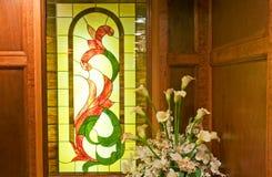 Finestra di vetro macchiata e pianta Immagine Stock