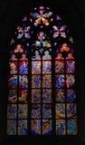 Finestra di vetro macchiata nella chiesa fotografia stock