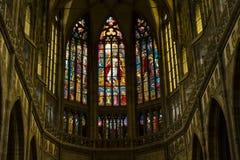 Finestra di vetro macchiato dell'abside, st Vitus Cathedral, Praga, repubblica Ceca Fotografia Stock