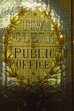 Finestra di vetro macchiato dell'ufficio dell'impiegato di città in Glasgow City Chambers fotografia stock