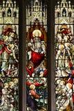 Finestra di vetro macchiato - Gesù che tiene un globo Fotografia Stock Libera da Diritti