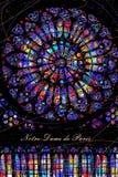 """Finestra di vetro macchiato rotonda """"Rosa della cattedrale del Notre-Dame de Paris illustrazione di stock"""