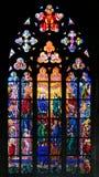 Finestra di vetro macchiato in st Vit Cathedral, Praga fotografie stock