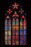 Finestra di vetro macchiato in st Vitus Cathedral a Praga Fotografie Stock Libere da Diritti