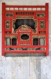 Finestra di Woodcarving nello stile tradizionale cinese Fotografia Stock