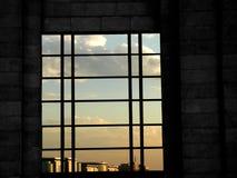 Finestra e cielo blu Immagini Stock