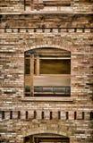 Finestra e la vecchia pittura del muro di mattoni Fotografie Stock Libere da Diritti