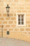Finestra e lampada Fotografie Stock Libere da Diritti