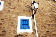 Finestra e lanterna Fotografie Stock