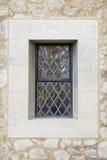 Finestra e lavoro in pietra al piombo della chiesa. Immagini Stock