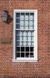 Finestra e muratura dell'arco piano Fotografie Stock
