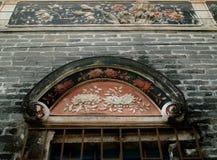 Finestra e parete antiche fotografia stock