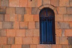 Finestra e parete della chiesa in Armenia Immagine Stock Libera da Diritti