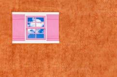 Finestra e parete marrone Fotografia Stock Libera da Diritti