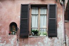 Finestra e Virgin Mary anziani Fotografie Stock Libere da Diritti