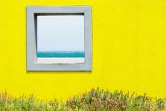 Finestra e vista sul mare. Fotografie Stock