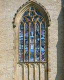 Finestra gotica con il vitrage colorato Fotografie Stock Libere da Diritti