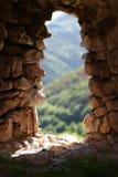 Finestra naturale della roccia di vecchia fortezza Fotografia Stock