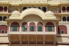 Finestra nel palazzo della città di Jaipur, Ragiastan fotografie stock libere da diritti