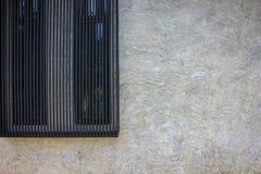 Finestra nera alla parete Fotografie Stock Libere da Diritti