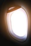 Finestra piana e vista dall'aereo qualche parte, dalla finestra piana con il punto di vista della gente nel viaggio qualche parte Immagini Stock Libere da Diritti