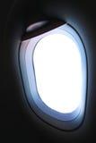 Finestra piana e vista dall'aereo qualche parte, dalla finestra piana con il punto di vista della gente nel viaggio qualche parte Immagine Stock