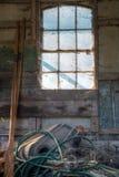 Finestra, remi e un disordine Fotografia Stock